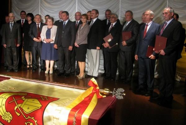 Uroczystość przekazania sztandaru dla Powiatu Łaskiego